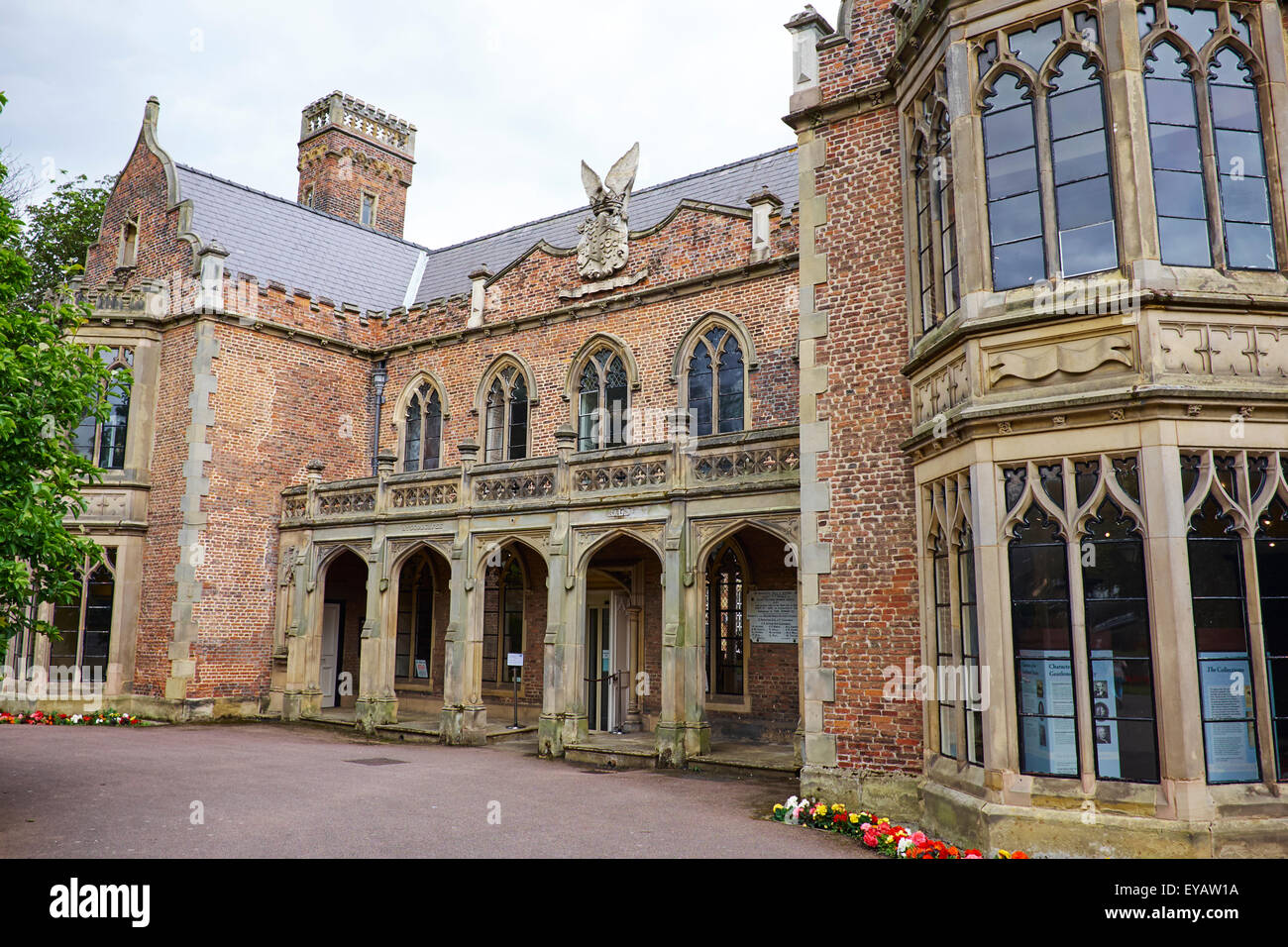 Ayscoughfee Hall Museum And Gardens, Churchgate Spalding ...