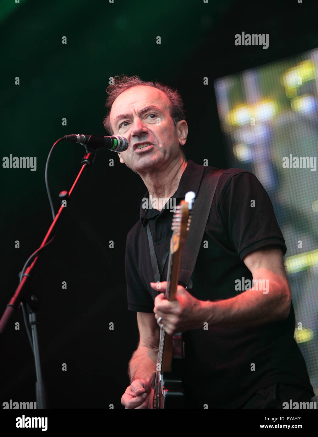 Perth, Scotland, UK. 25th July, 2015. Hugh Cornwell sings at The Rewind Festival Scone Palace Perth,Scotland,UK,Saturday - Stock Image
