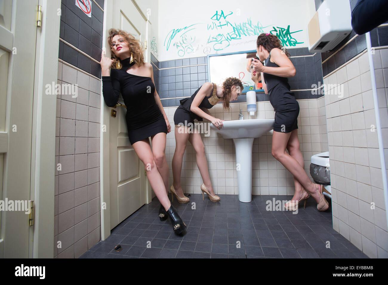 такие клубные шалавы в туалете родами женщины решили