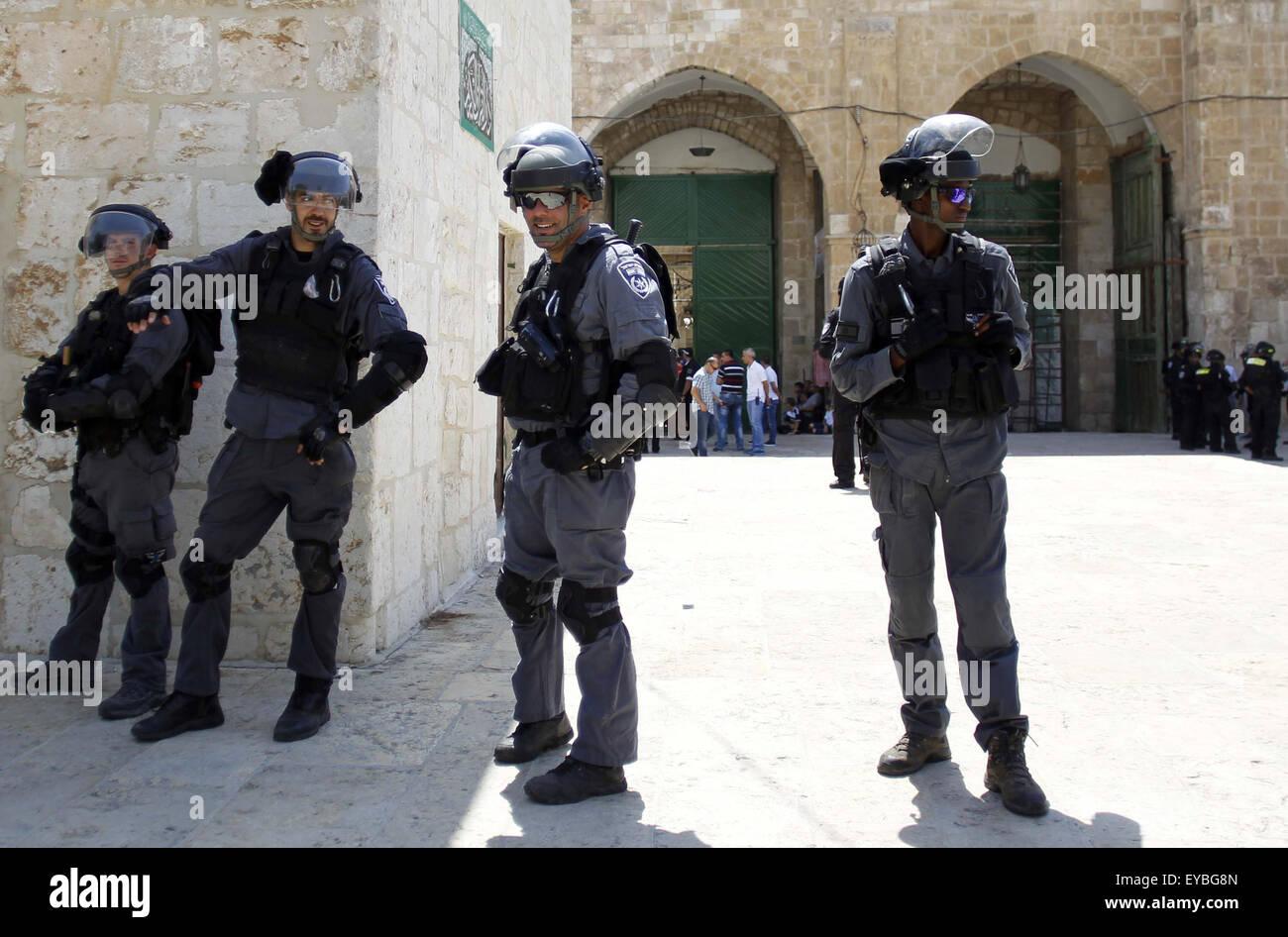 July 26, 2015 - Jerusalem, Jerusalem, Palestinian Territory - Israeli security forces block Palestinians at an entrance - Stock Image