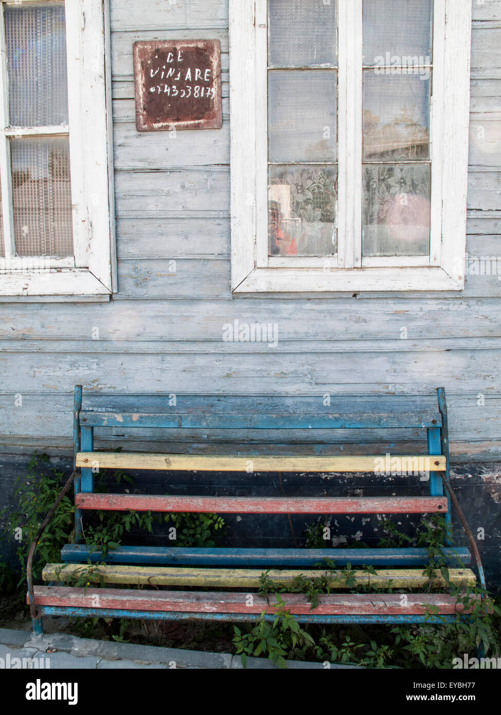 An old house in Romania with the sign 'For Sale' - Stock Image