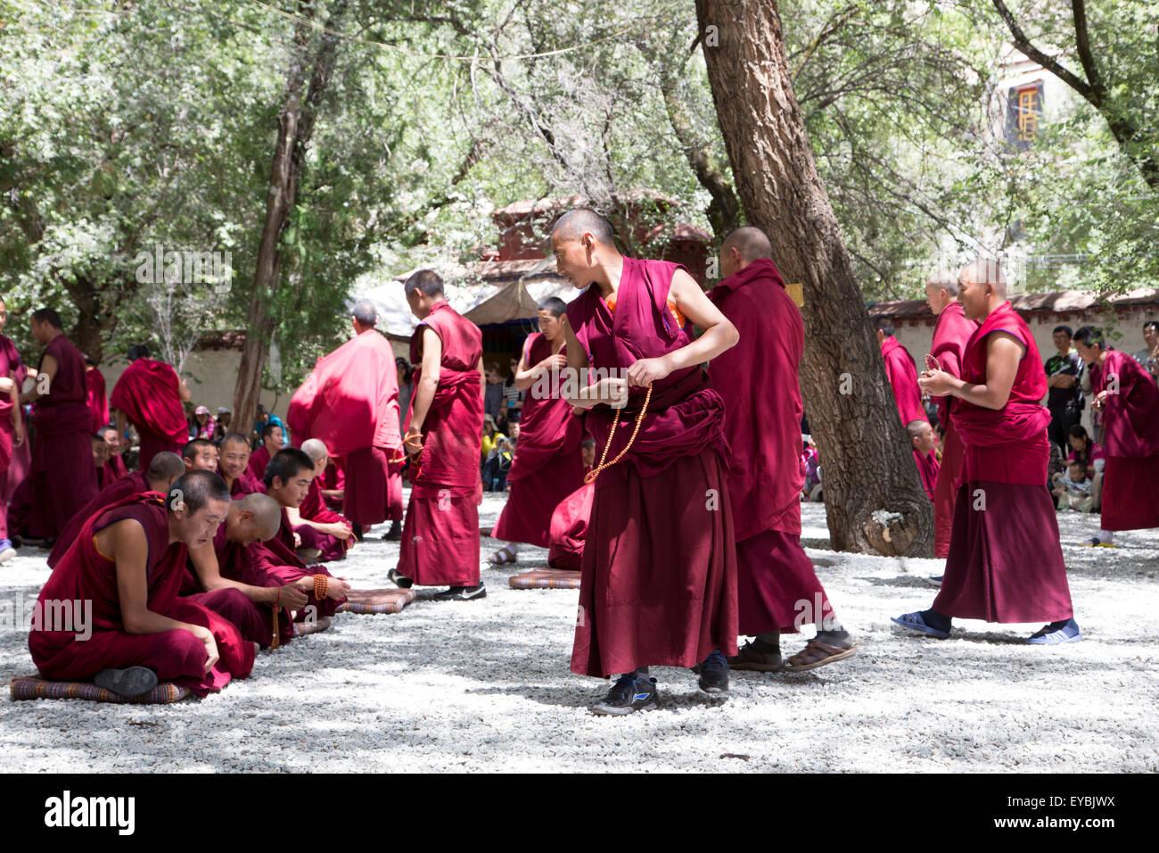 Monks debate in Tibet - Stock Image