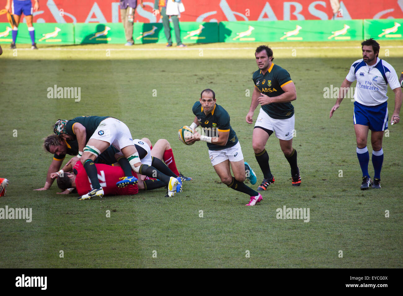 Fourie du Preez as scrum half, Bismarck du Plessis in support with referee Steve Welsh looking on during match against - Stock Image