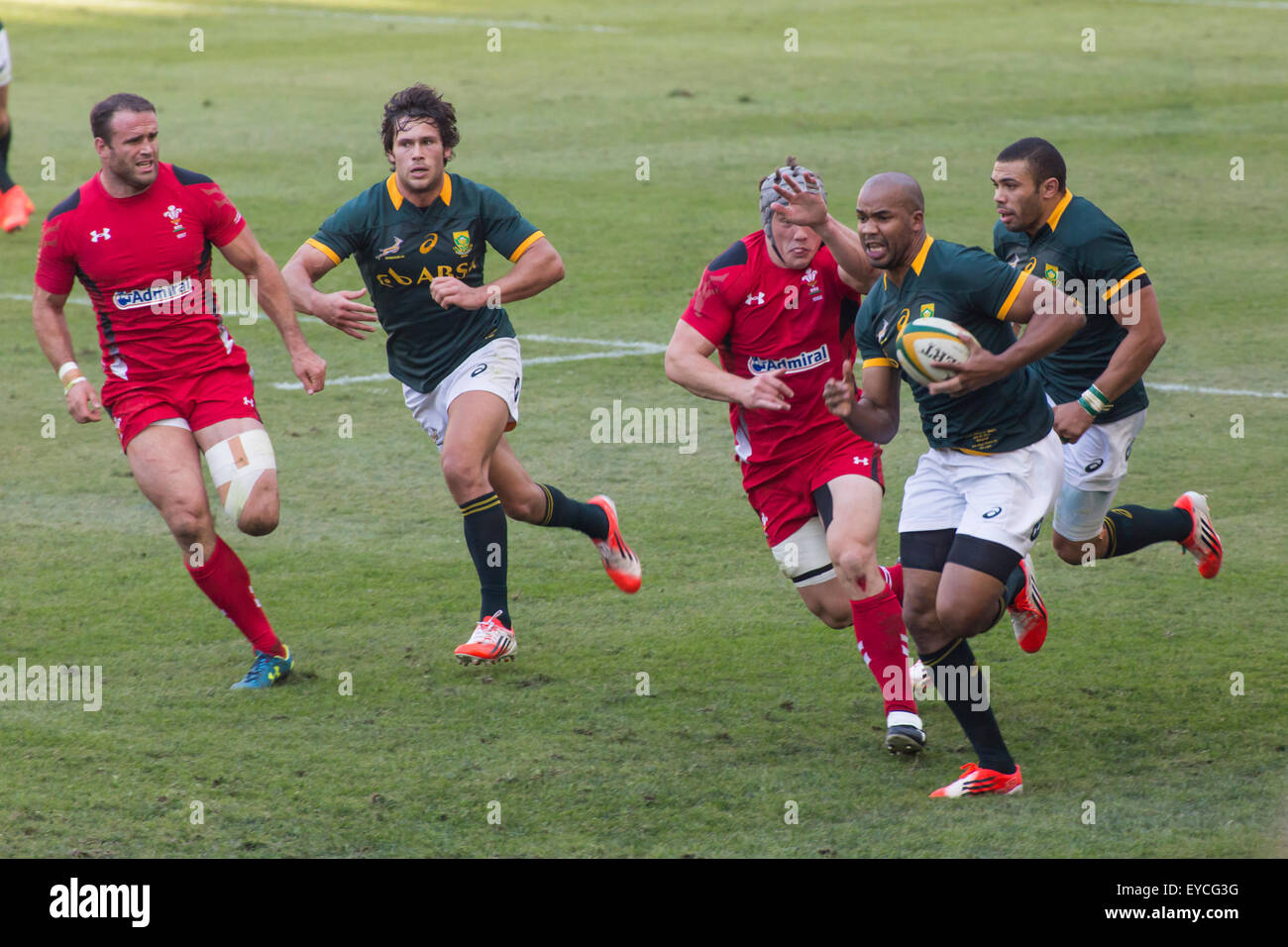 Springbok JP Pietersen of South Africa in action with Habana and Jan Serfontein in support during the test match - Stock Image