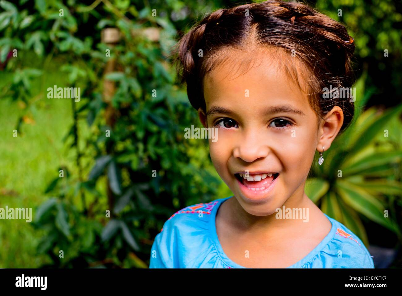 Outdoorioutdoorimg Tag: Portrait Of Pretty Girl In Garden Stock Photo: 85719963