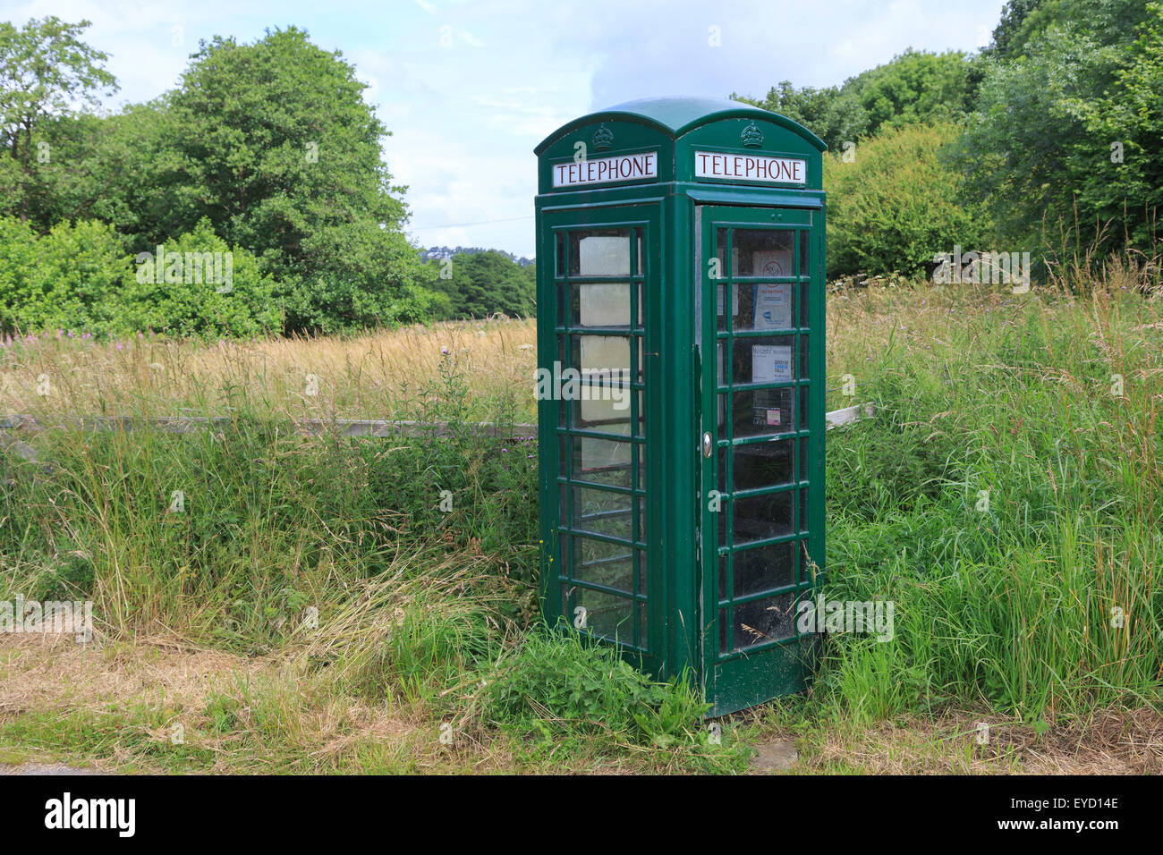 K6 telephone box, designed by Giles Gilbert Scott in 1936, painted green.  Fangdale Beck, North Yorkshire - Stock Image