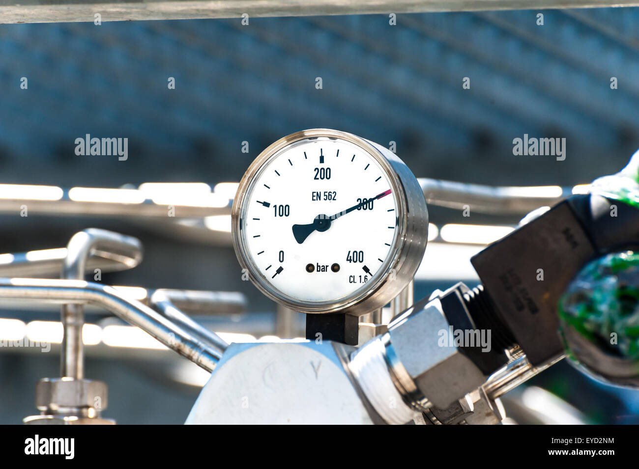 Pressure gauge to measure pressure in the system. High pressure gas - Stock Image