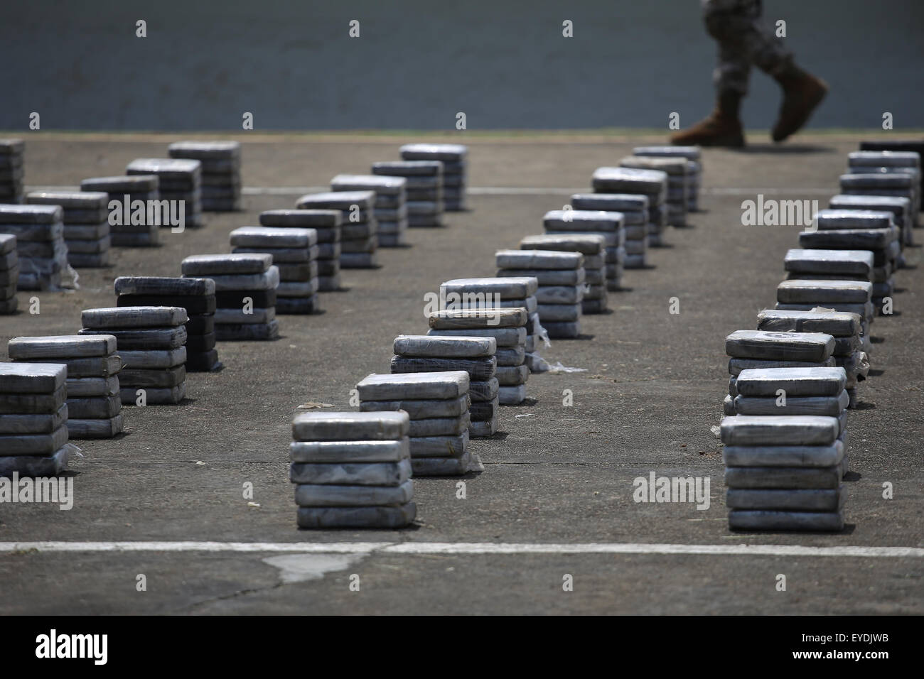 Panama City, Panama. 27th July, 2015. Drug packages are shown during a press conference, in the City of Panama, - Stock Image