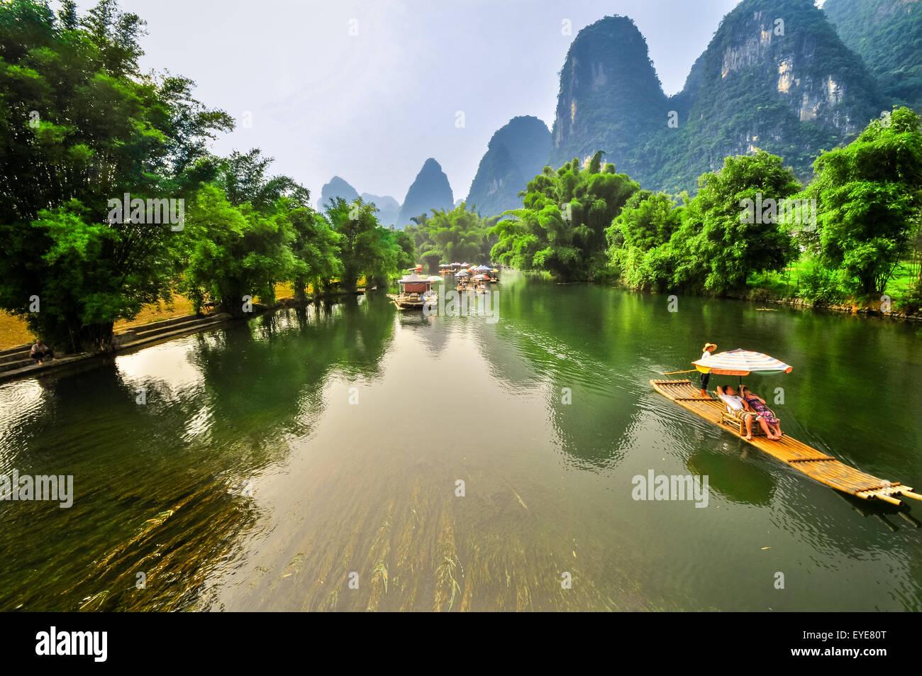 Beautiful Li river bamboo side Karst mountain landscape in Yangshuo Guilin, China Stock Photo