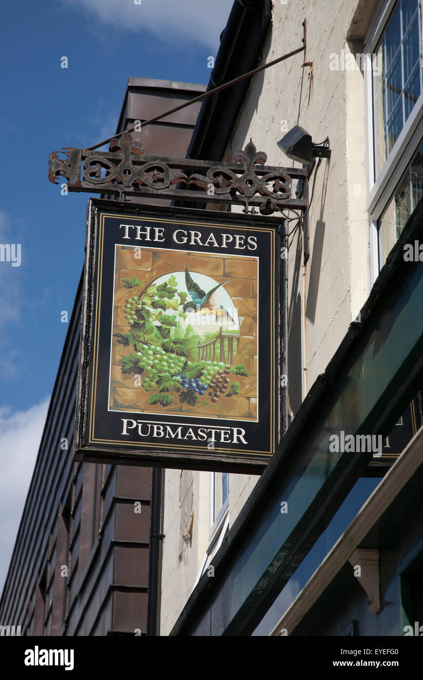 Grapes Pub Sign, Liverpool, England, UK - Stock Image