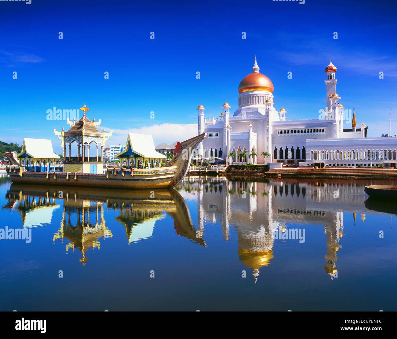 Sultan Omar Ali Saifuddien Mosque; Bandar Seri Begawan, Brunei - Stock Image