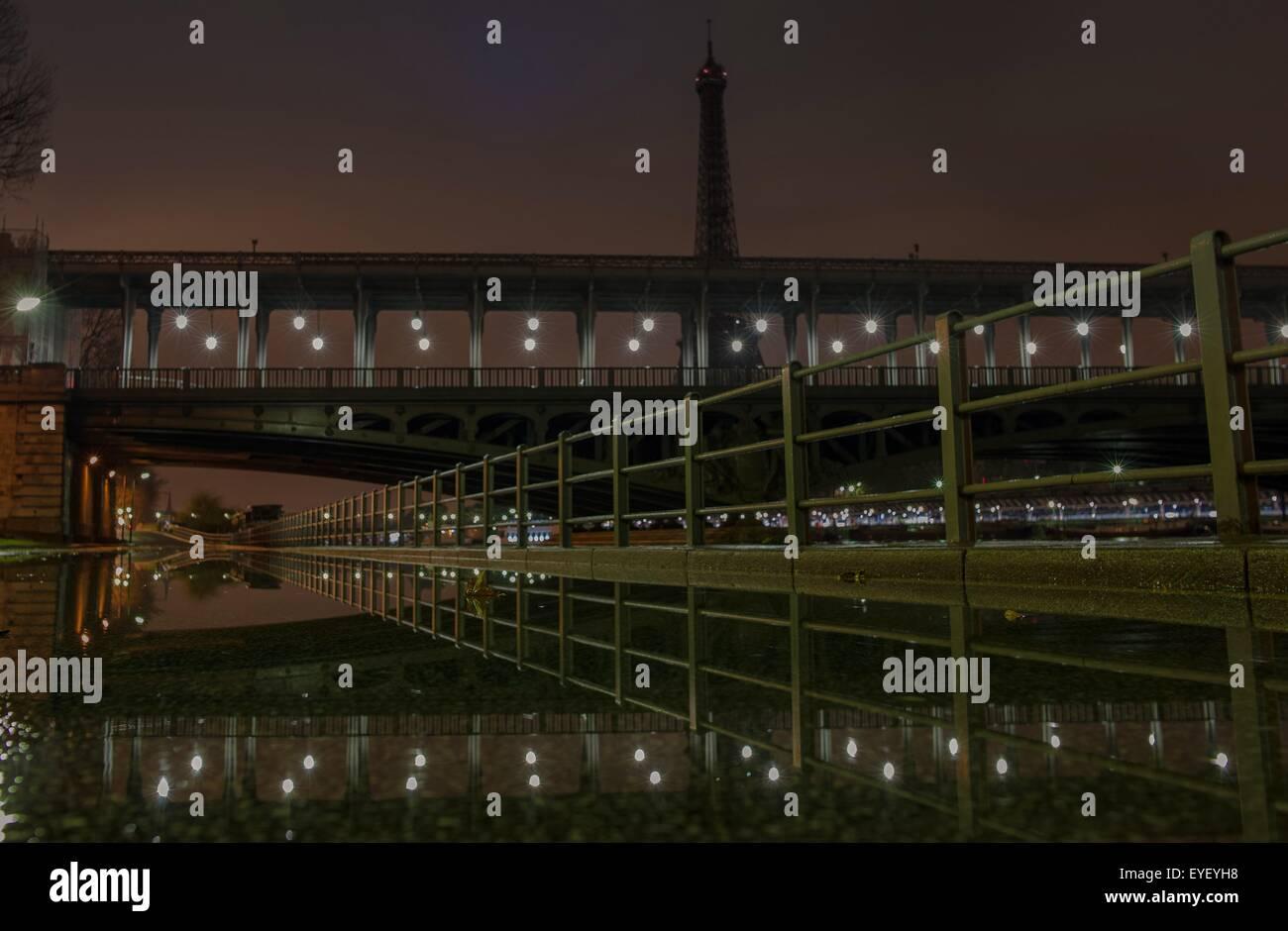 Floods of the Seine on riverside expressways and bridge of Bir-Hakeim with the Eiffel Tower at night 11/02/2013 - Stock Image