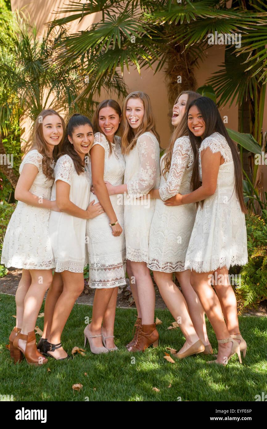 ladies nude group poses
