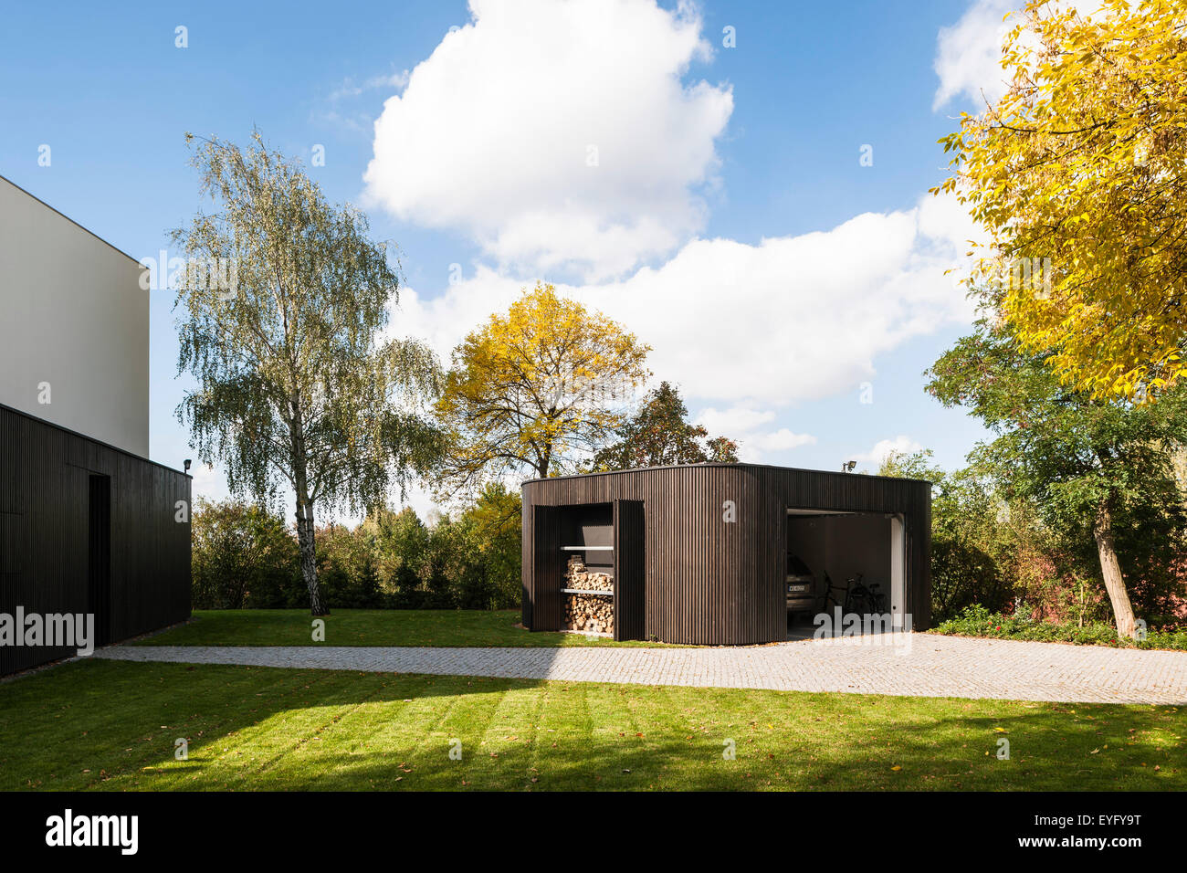 Approach with multi-functional garage and storage pavilion. Living Garden House in Izbica, Izbica, Poland. Architect: - Stock Image