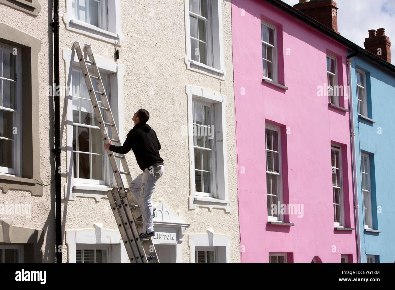 Man Painting House Uk Stock Photos & Man Painting House Uk Stock ...