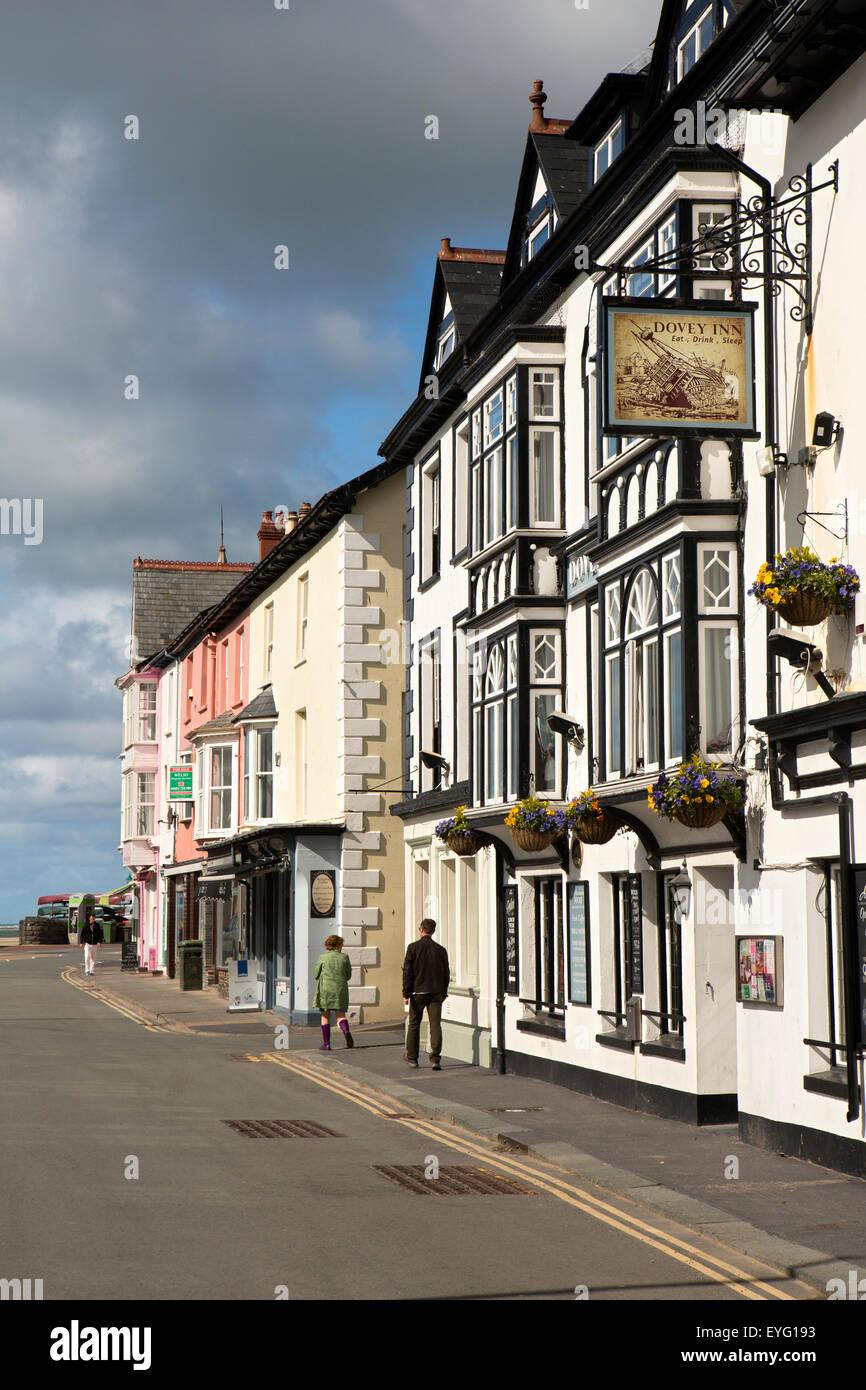 UK, Wales, Gwynedd, Aberdovey, Sea View Terrace, Dovey Inn, Brains Brewery seafront pub - Stock Image