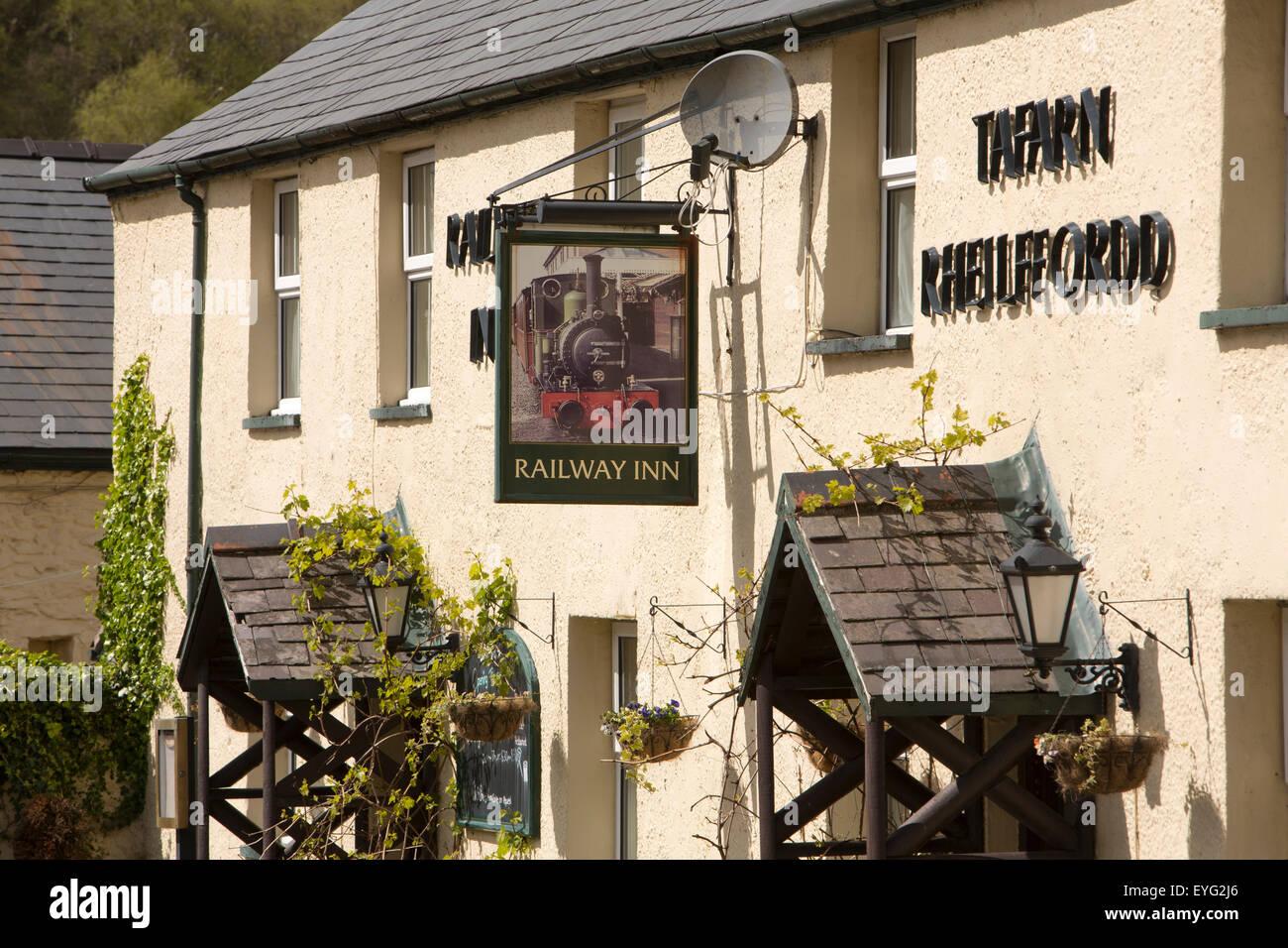 UK, Wales, Gwynedd, Abergynolwyn, Railway Inn, village pub named after Tal-y-Llyn line - Stock Image