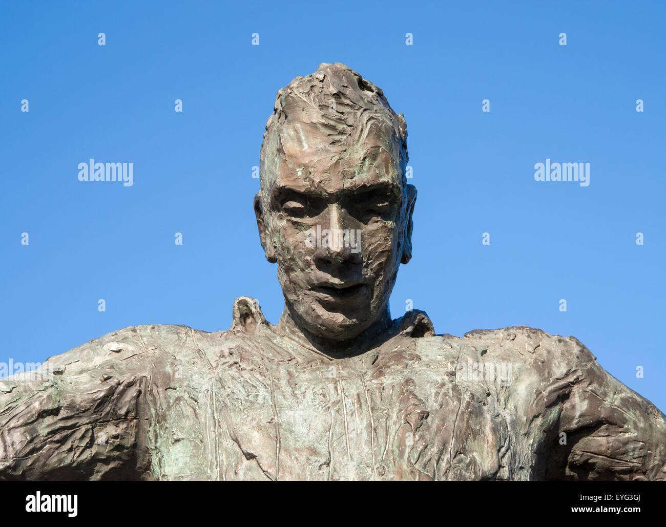 Statue of former Newcastle United footballer, Jackie Milburn. Newcastle upon Tyne, England, UK - Stock Image