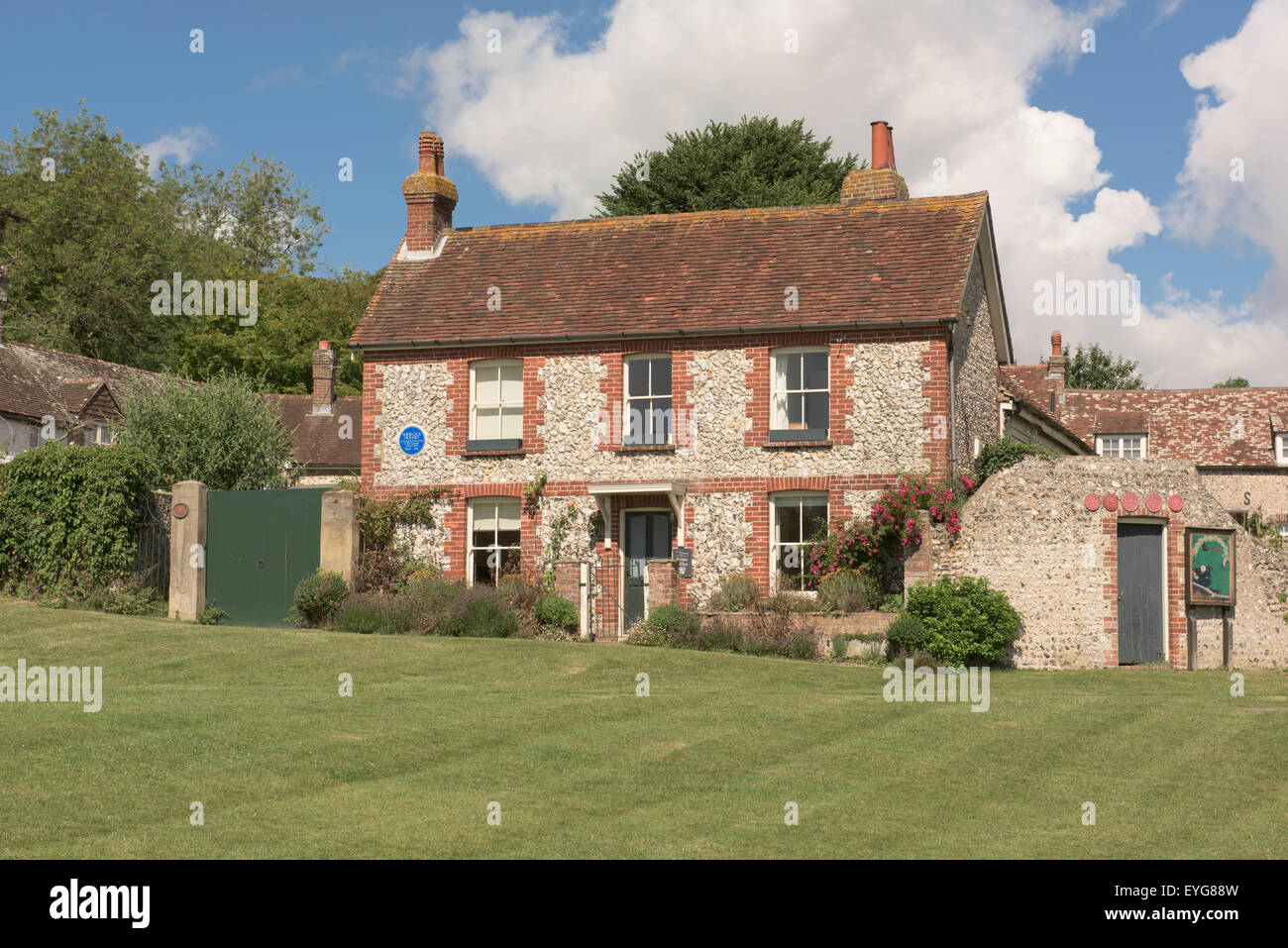 East Dean, Sussex, Building with plaque that says that this was where the fictional detective Sherlock Holmes lived - Stock Image