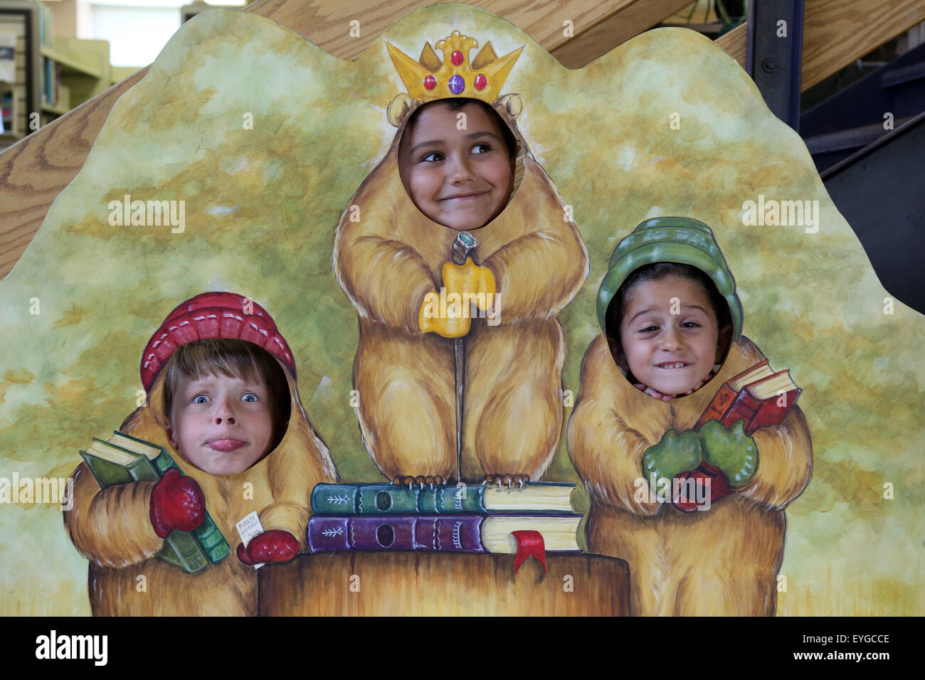 Punxsutawney, United States, children put their heads through a photo wall - Stock Image
