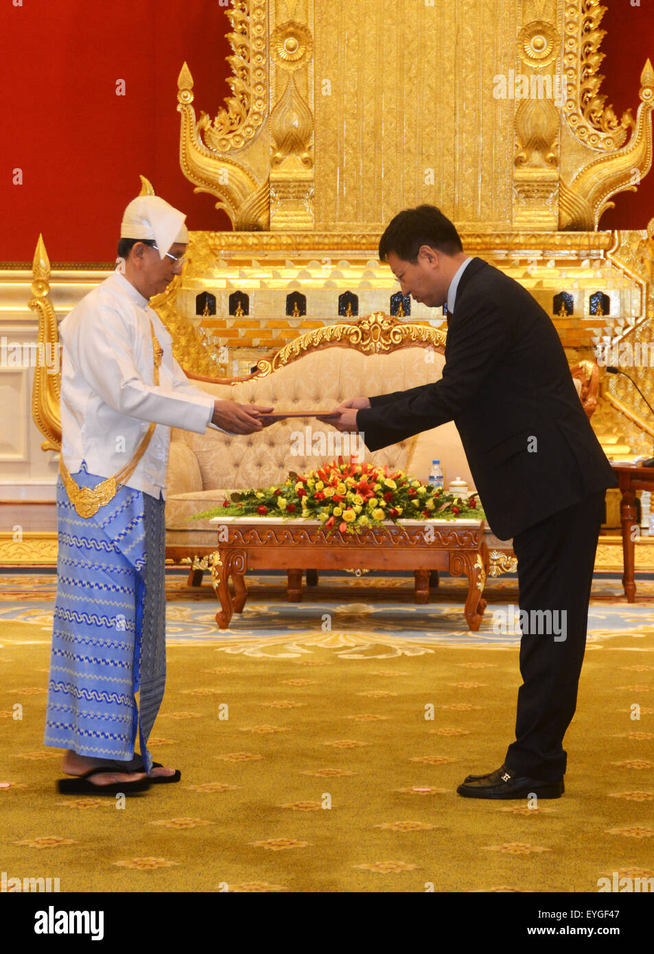Yangon, Myanmar. 29th July, 2015. Hong Liang (R), new Chinese Ambassador to Myanmar, presents the letter of credence - Stock Image