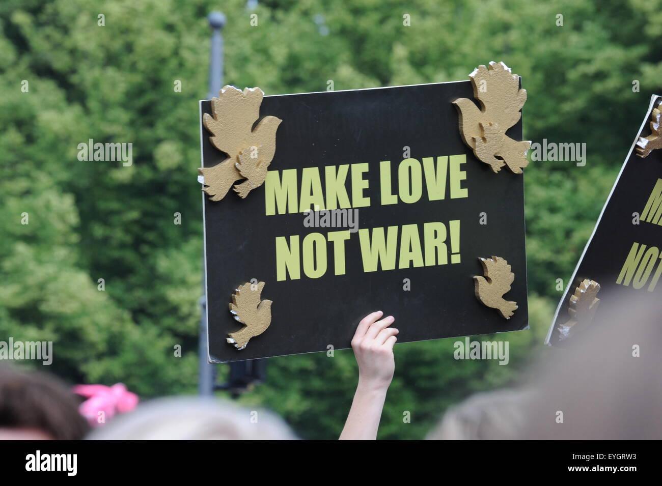 Make Love Not War Peace Sign at Gay Pride Parade Berlin 2015 June Juni - Stock Image