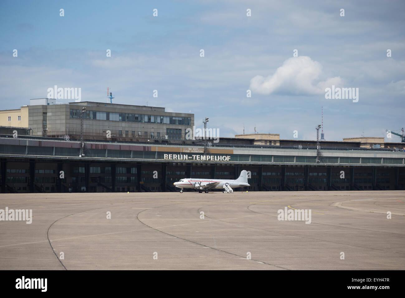 Airplane at Tempelhof airport, Berlin, Germany. - Stock Image