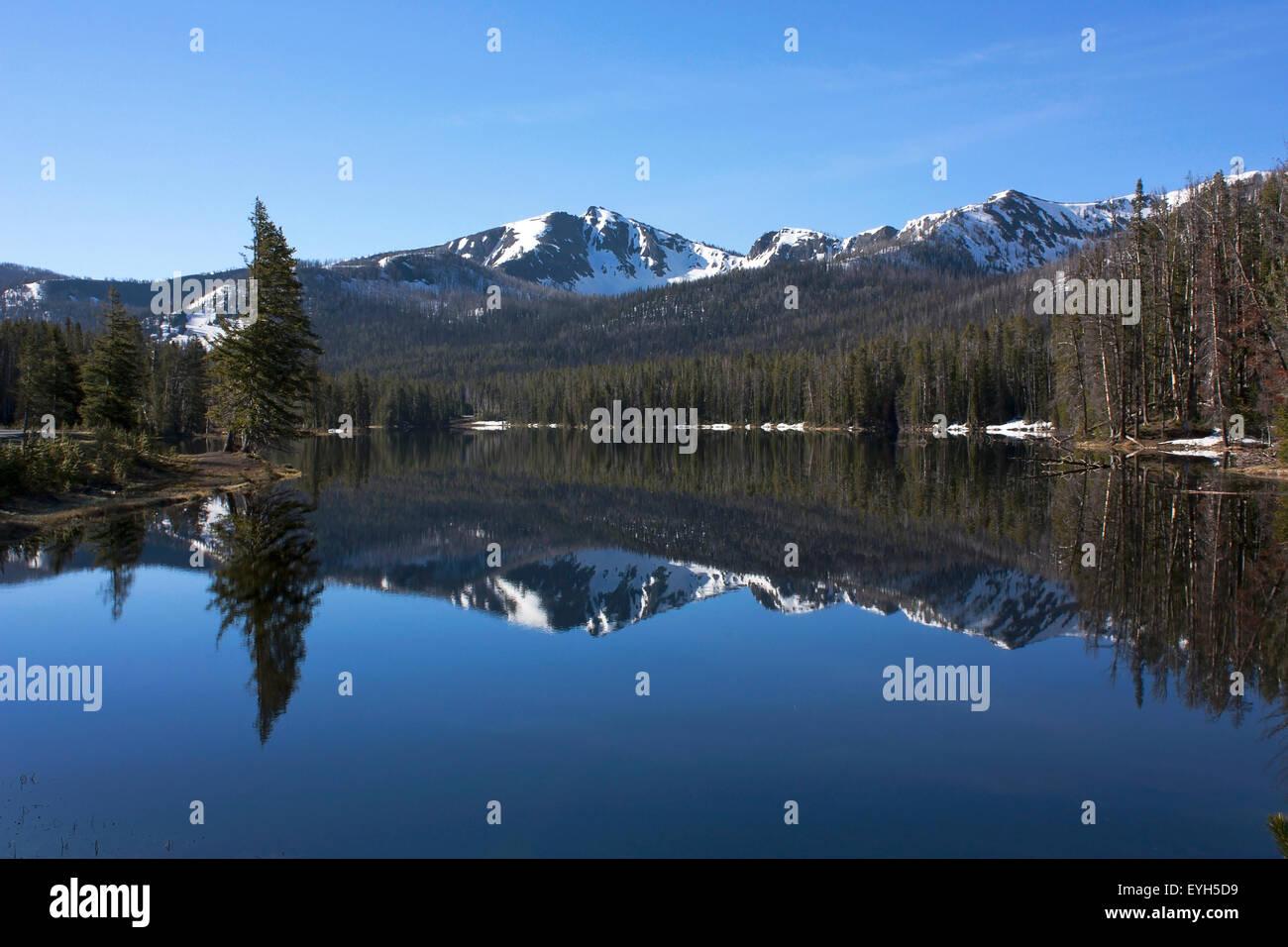 Sylvan Lake mirroring Top Notch Peak in Yellowstone National Park Stock Photo