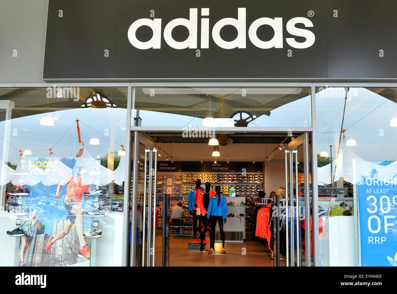 omitir trimestre gato  Adidas Store London High Resolution Stock Photography and Images - Alamy