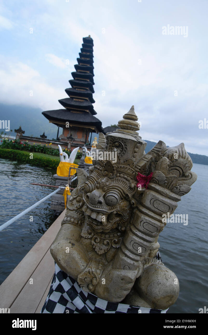 A statue and the temple of Pura Ulun Danau Bratan, one of the most revered temples in Bali, Located in the town - Stock Image