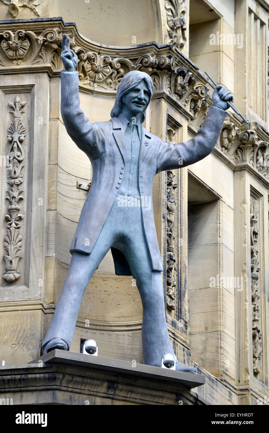 Statue of Ringo Starr on the exterior of the Hard Day's Night Hotel. The City of Liverpool, Britain, UK - Stock Image