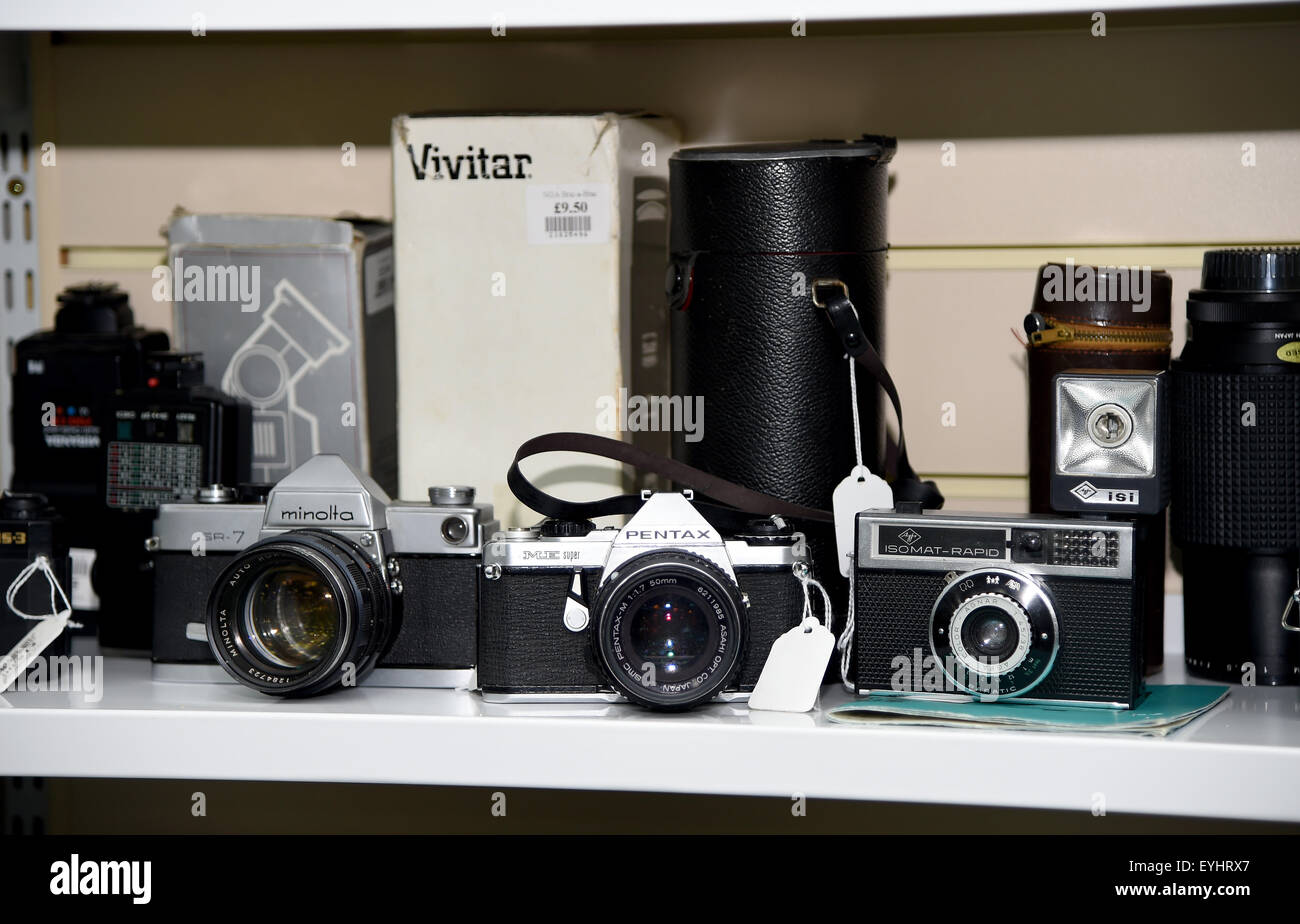 Old cameras for sale - Stock Image