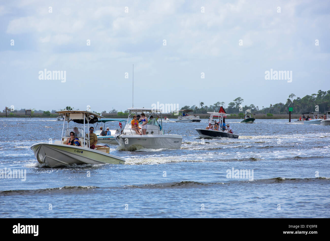 Recreational boat traffic on Steinhatchee River, Steinhatchee, FL - Stock Image