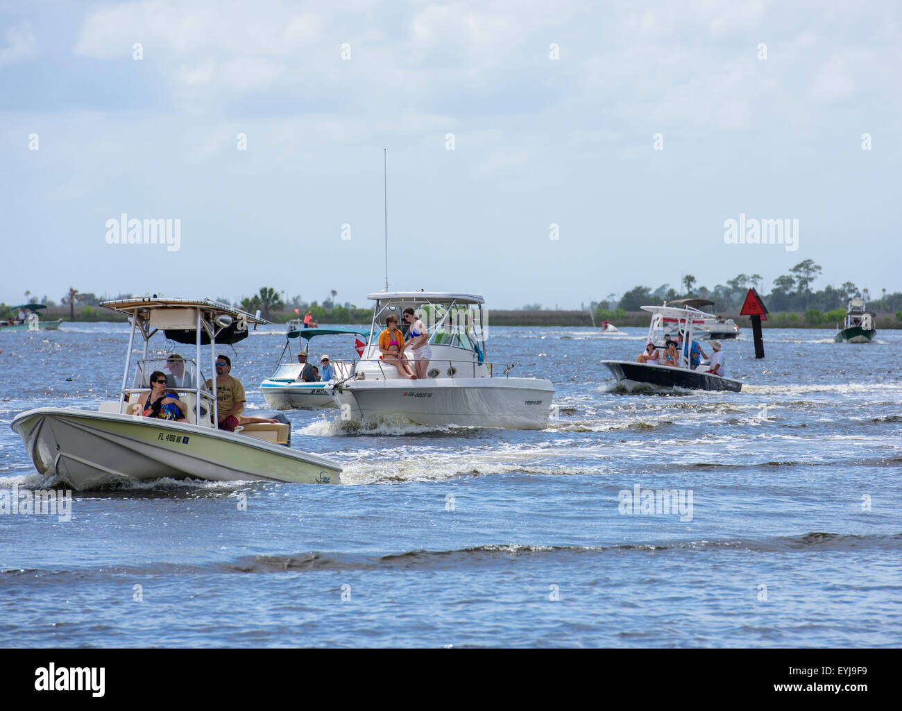Recreational boat traffic on Steinhatchee River, Steimnhatchee, FL - Stock Image