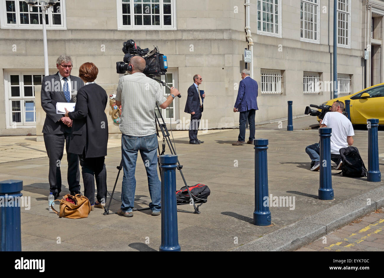 Maidstone, Kent, UK. 31st July, 2015. Local and National media gather as Andrew Jones MP, the new Minister for Operation - Stock Image
