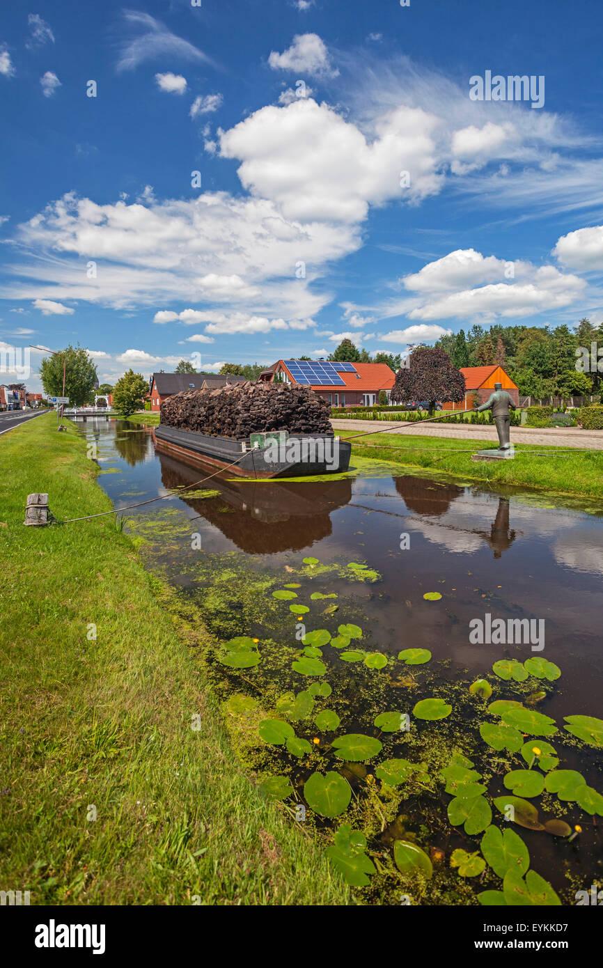 Bronze figure, Torfkahn (barges) on the Splittingkanal (canal) close Von-Velen-Anlage in Papenburg (town), Emsland Stock Photo