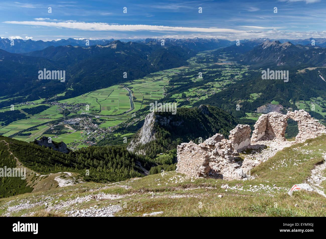 Blick vom Gipfel des Dobratsch ins Gailtal, Kärnten, Österreich - Stock Image