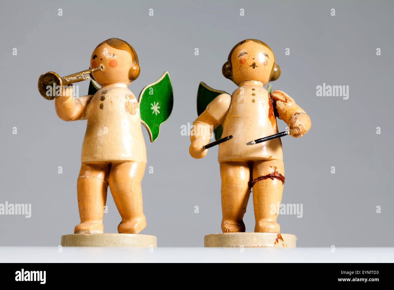 Broken wooden angels playing musical instruments, from the Erzgebirge, Germany, Europe, Kaputte  musizierende Engel - Stock Image