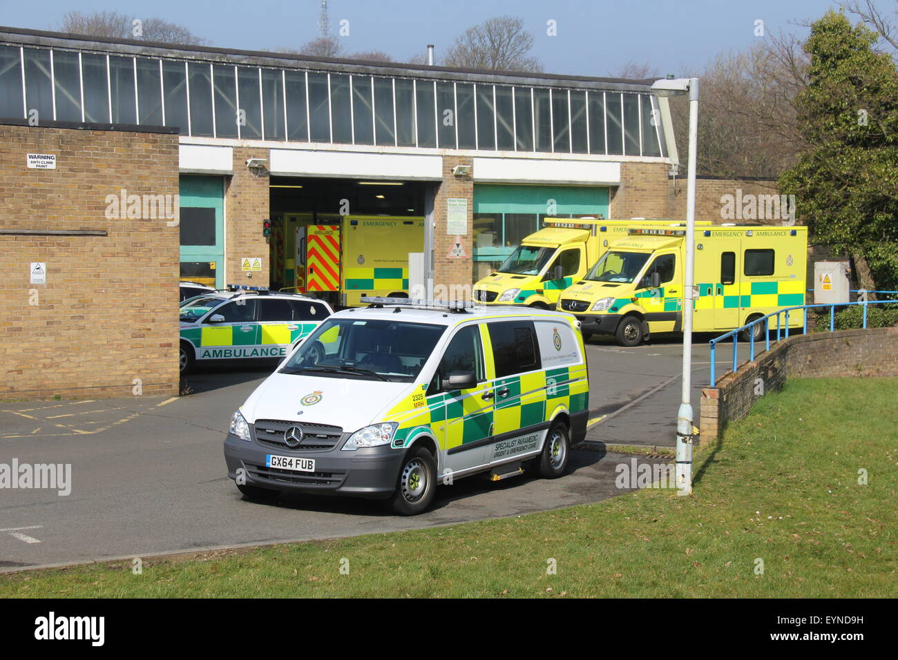 A sunny picture of the South East Coast Ambulance station in Hastings with paramedic and ambulance vehicles in view - Stock Image