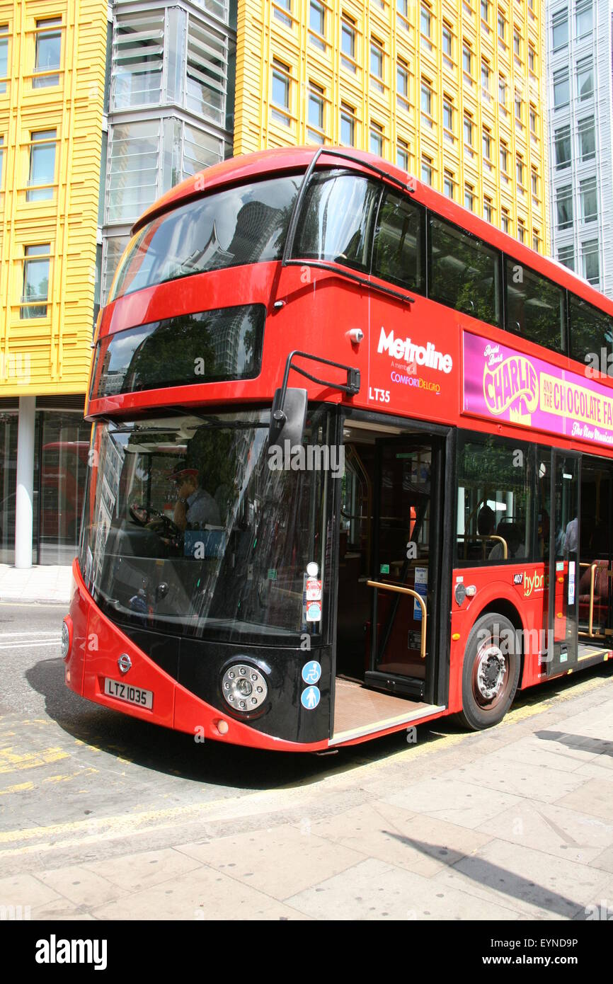 A PORTRAIT SIZE PHOTO OF A METROLINE LONDON NEW ROUTEMASTER BUS - Stock Image