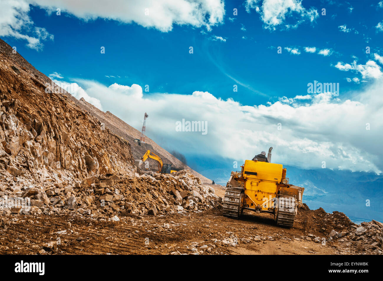 Road cleaning in Himalayas - Stock Image
