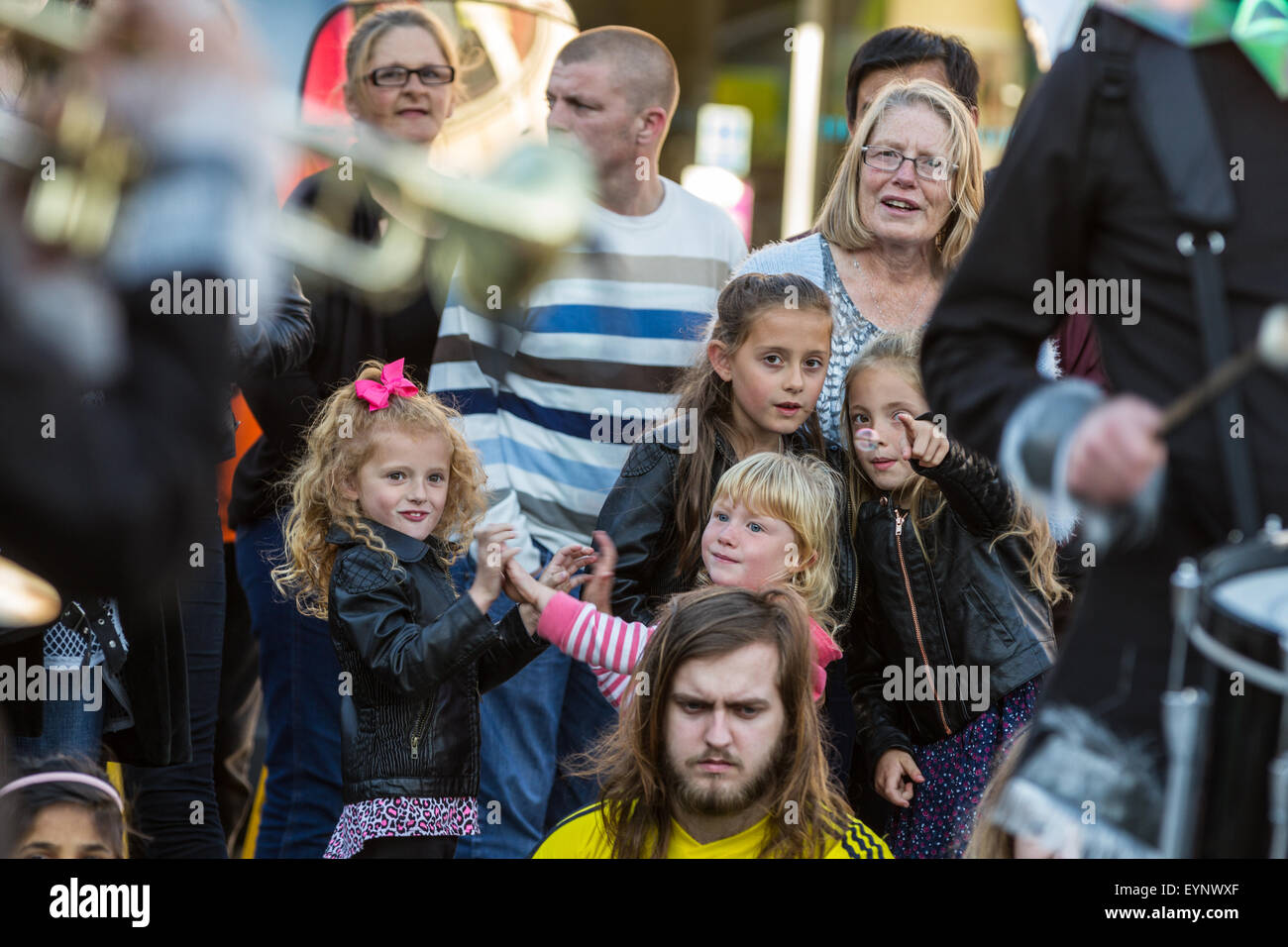 Stockton-on-Tees, UK, Saturday, 1st August, 2015. Young children watch closely as the Harlequin Dynamites perform - Stock Image