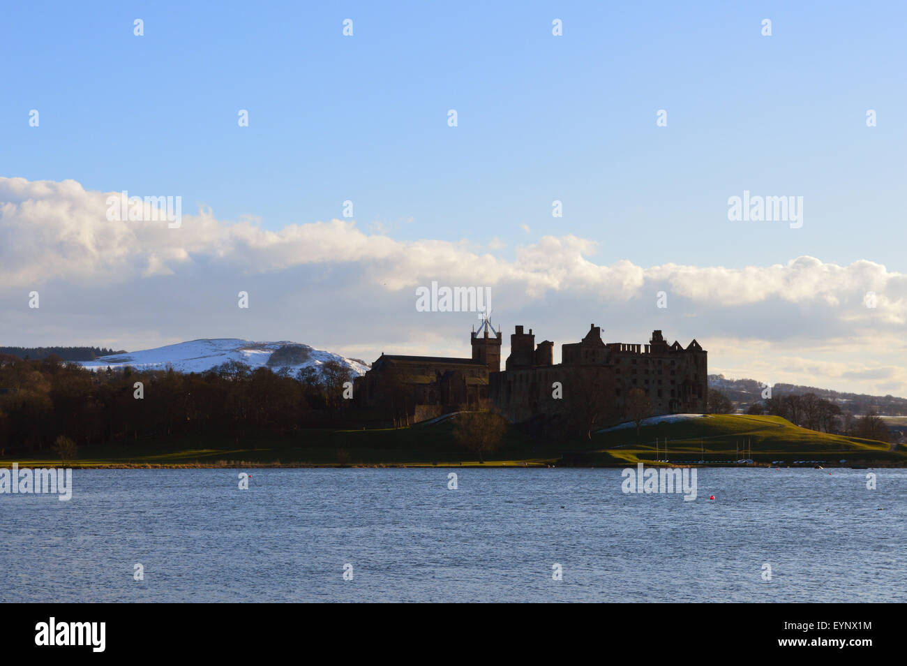 Linlithgow Palace and Linlithgow Loch Stock Photo