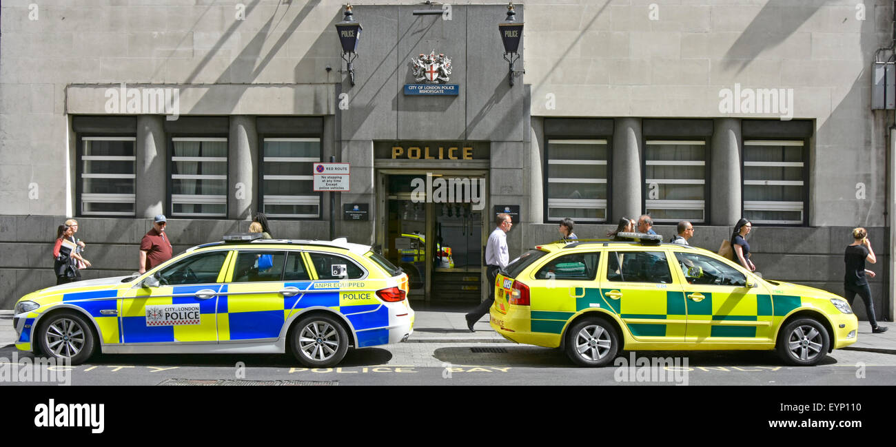 Police station uk & entrance in Bishopsgate City of London England & police car paramedic response unit - Stock Image