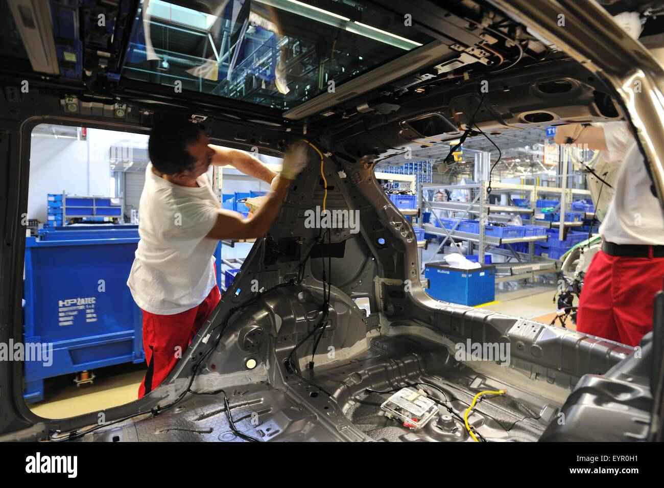 Wiring Loom Stock Photos Images Alamy Car Looms Inside A Modern Factory Vehicles And Parts Move Through The Production Process Fitting