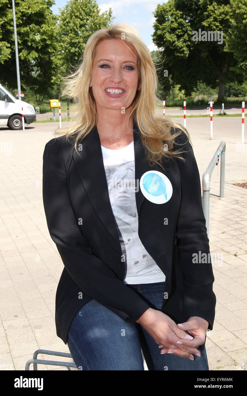 Claudia Kleinert behind the counter during 'Woche des Aufrundens' by children's charity Deutschland - Stock Image