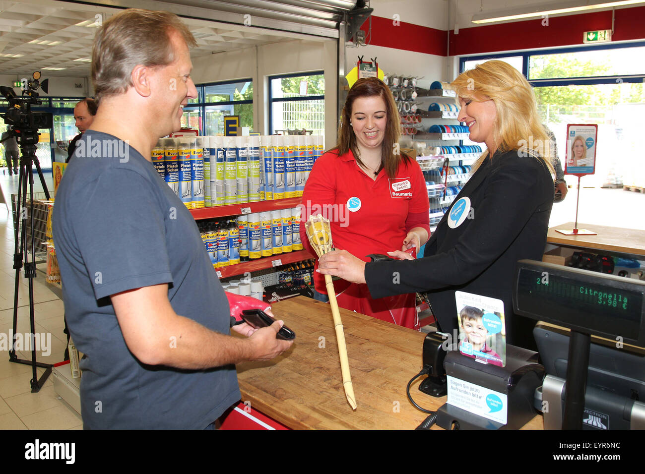 Claudia Kleinert behind the counter during 'Woche des Aufrundens' by children's charity Deutschland - Stock Image