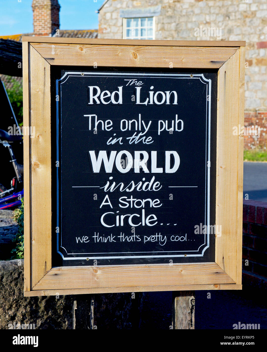 Sign, Red Lion pub, Avebury, Wiltshire, England UK, suggesting it's 'cool' to be inside a circle of - Stock Image