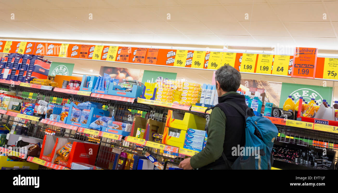 Man shopping in Lidl supermarket. UK - Stock Image