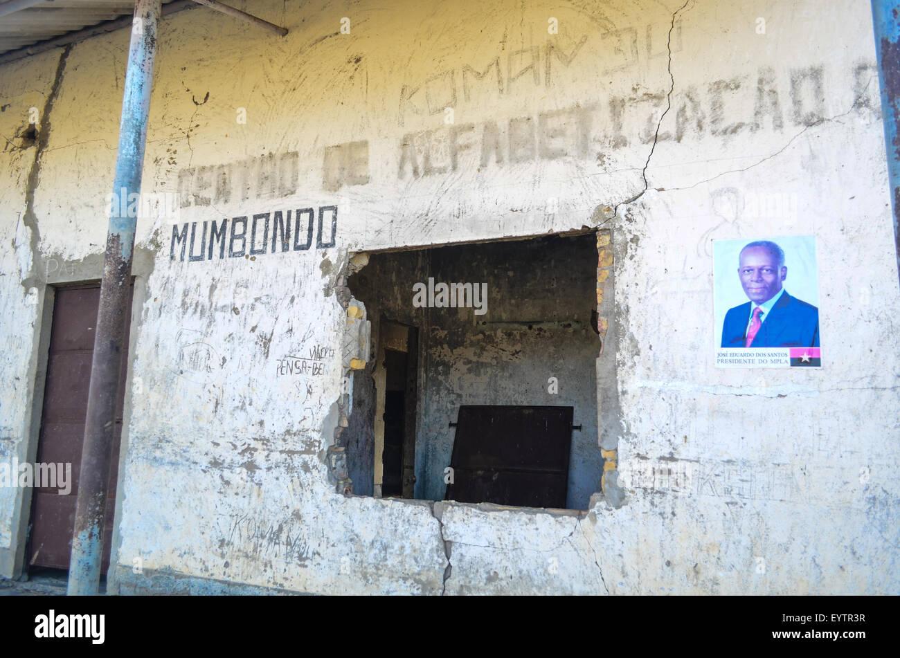Ruins of a center of alphabetization in rural Angola near Mumbondo - Stock Image